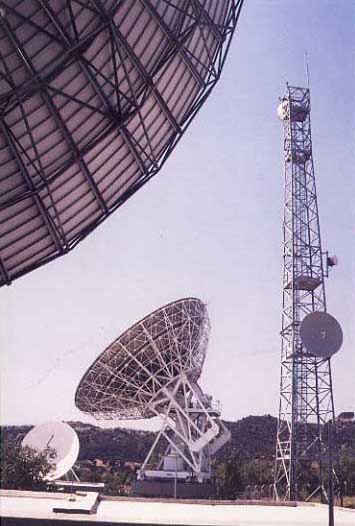 Makarios earth satelite station.JPG (37826 bytes)