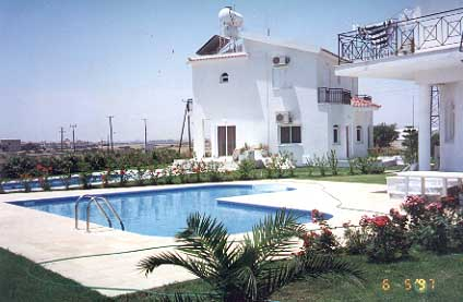 Houses  Sale on Houses For Sale In Larnaca Cyprus Pool Jpg  26911 Bytes