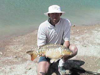 Carp fishing1.JPG (15706 bytes)