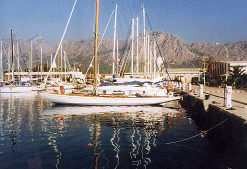 kahurangi classic sailing yacht for sale.JPG (36492 bytes)
