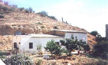 village house or building plot in Oroklini cyprus for sale.jpg (29528 bytes)